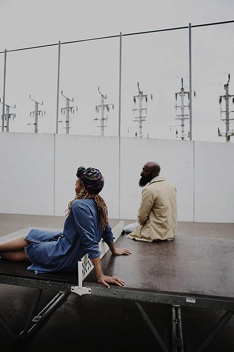 fashion urban photographie Couple de Bloggeur sur table de ping pong Paris