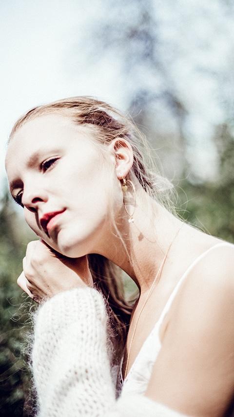 Fashion photographie pour la marque de bijoux Foxy M.A. .Portrait Couleur