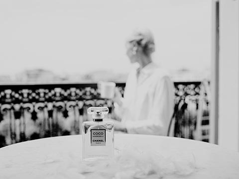 Nature morte photographie de la Blogueuse Cécile Na pour un partenariat avec la marque Chanel.