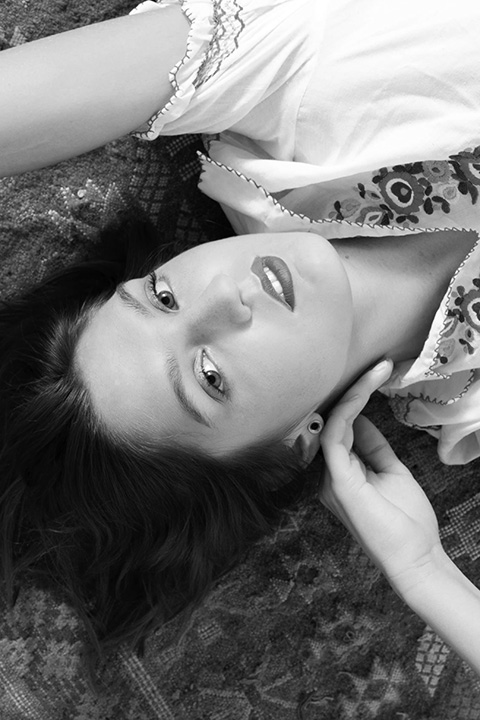 Fashion photographie pour la marque Vintage Les Flaneuses .Portrait Noir et Blanc studio .