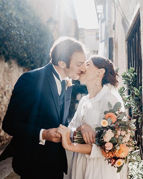 Coffret Mariage/ Séance Couple réalisée dans les ruelles d'Antibes.