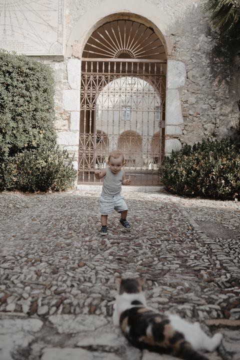 Séance photo Famille réalisée dans les jardins du Monastère  de Cimiez Nice